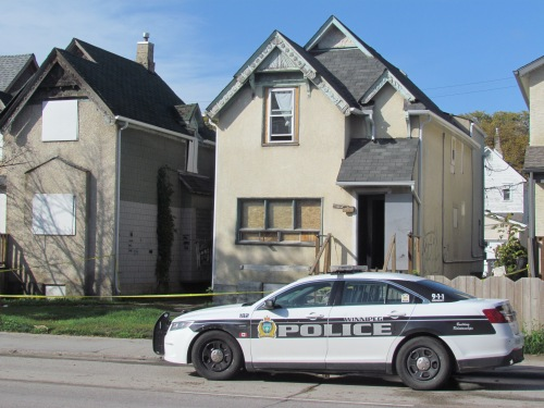 Winnipeg police at a house on 500 block of Balmoral Street after a woman was killed on Saturday, September 21. Photo: Northern Plains Freelancer.